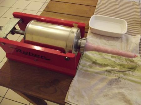 Le poussoir qui permet de remplir le boyau de chair.